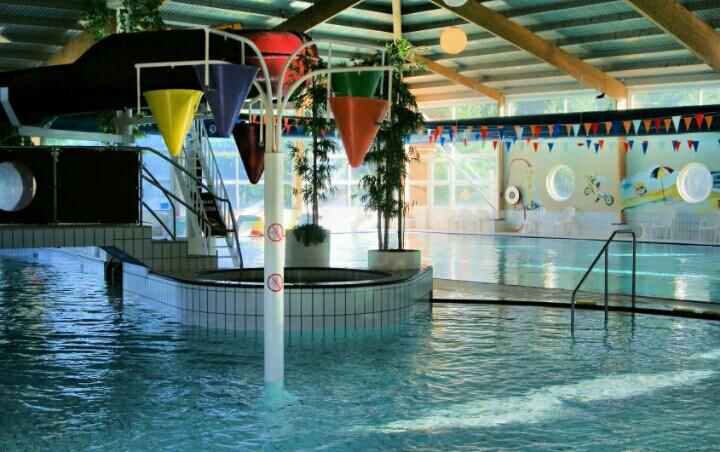 Zwembad 'Merwestein' in Nieuwegein. Niet in Utrecht dus, maar wel in de  omgeving. Ook heel leuk voor de peuters.