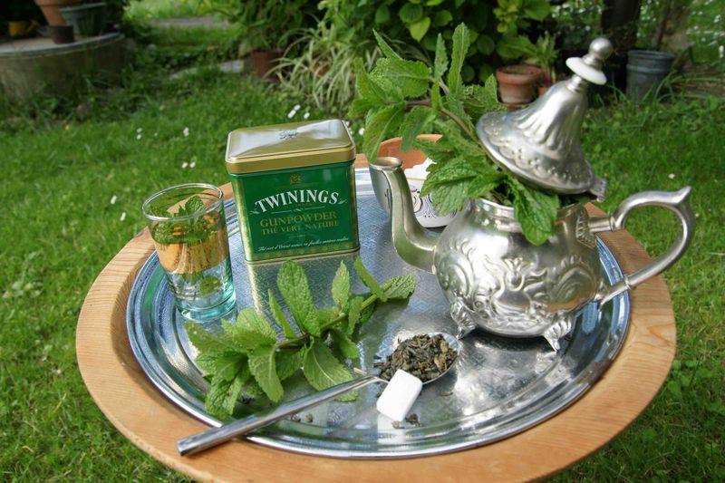 In marokkaanse muntthee hoort thee - Marokkaans ajoure teken ...